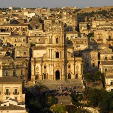 El Paìs: «Sicilia barroca y hedonista»