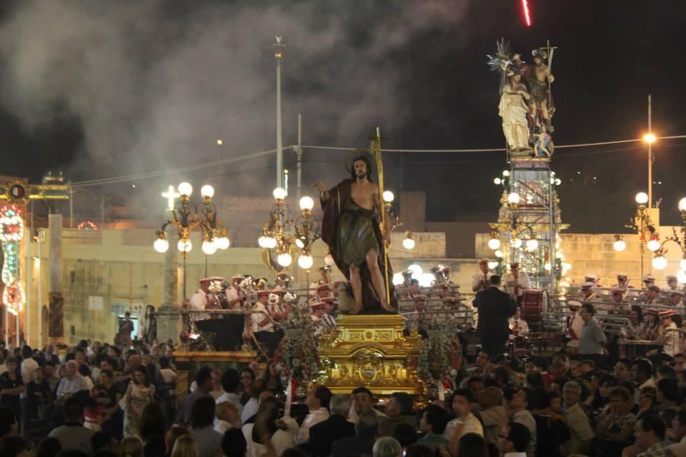 La statua si San Giovani e l'Arca Santa