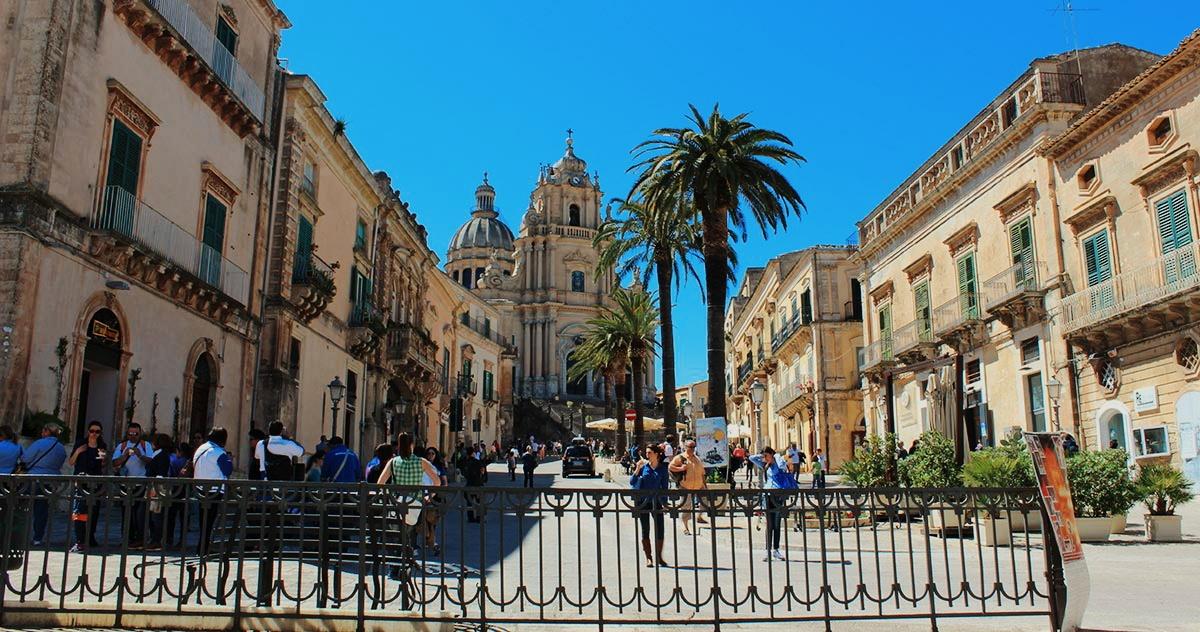 ragusa_ibla_piazza_duomo_san_giorgio_chiesa_barocco_barocca