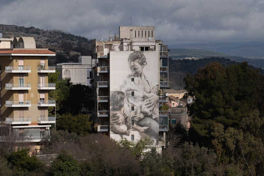 festiwall_ragusa_guido_van_helten_Sicilian_Mother_street_art